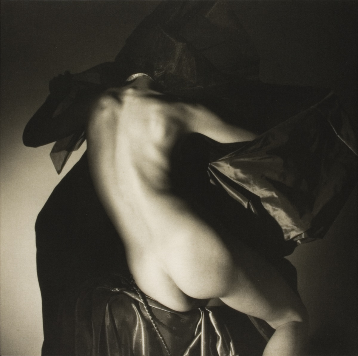 Horst P. Horst, Naked, 1982-1989, platinum print on canvas, 50.5 x 50.5 cm, edition 15
