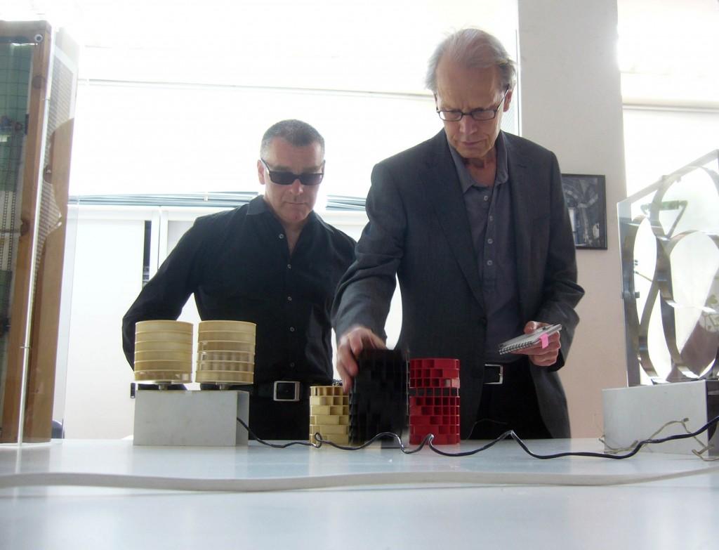 Marco Scotini e Guy Brett presso Archivio Gianni Colombo (2009)
