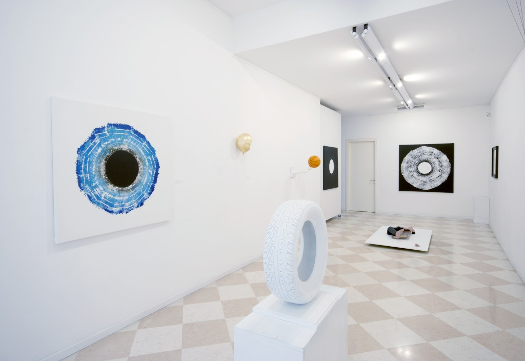 Fraintesioni, Exhibition view (Flat layers 2014 and Soffice Spinta 2015), Courtesy the artist and Galleria Flavio Stocco